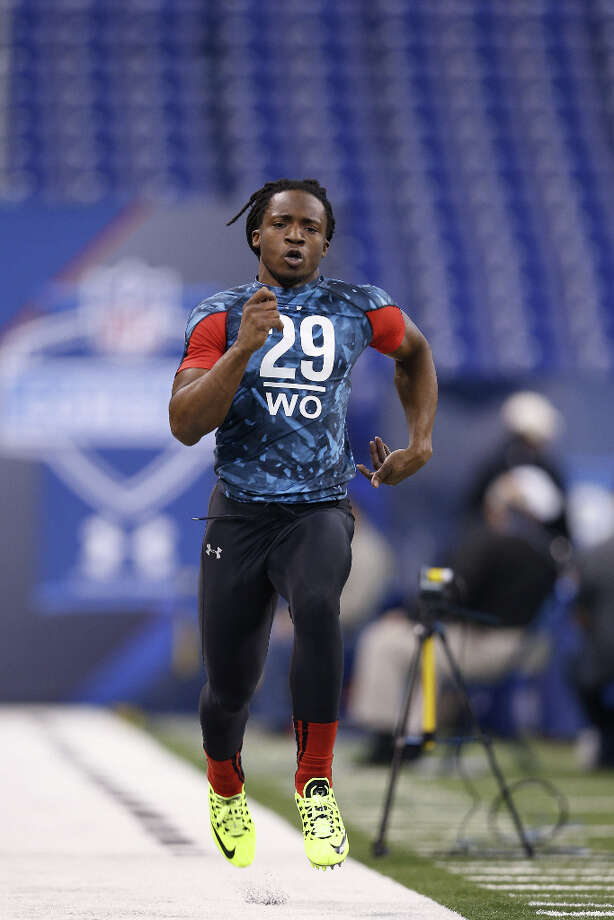 Ace Sanders of South Carolina runs the 40-yard dash. Photo: Joe Robbins, Getty Images / 2013 Getty Images