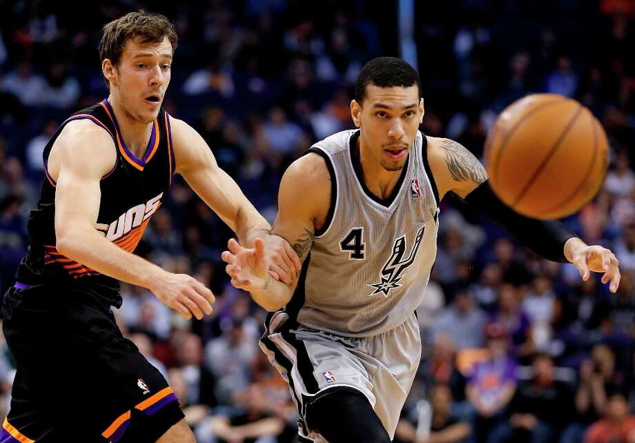 The Spurs' Danny Green (4) and  Suns' Goran Dragic chase the loose ball during the first half Sunday, Feb. 24, 2013, in Phoenix. Photo: Matt York, Associated Press / AP