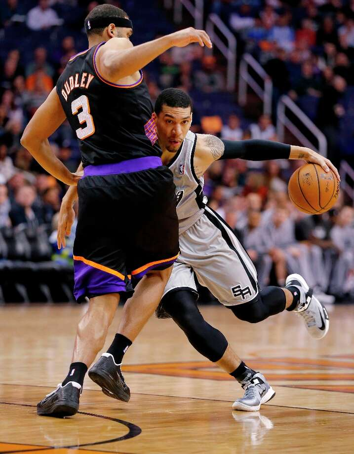 The Spurs' Danny Green collides with the Suns' Jared Dudley (3) during the first half Sunday, Feb. 24, 2013, in Phoenix. Photo: Matt York, Associated Press / AP
