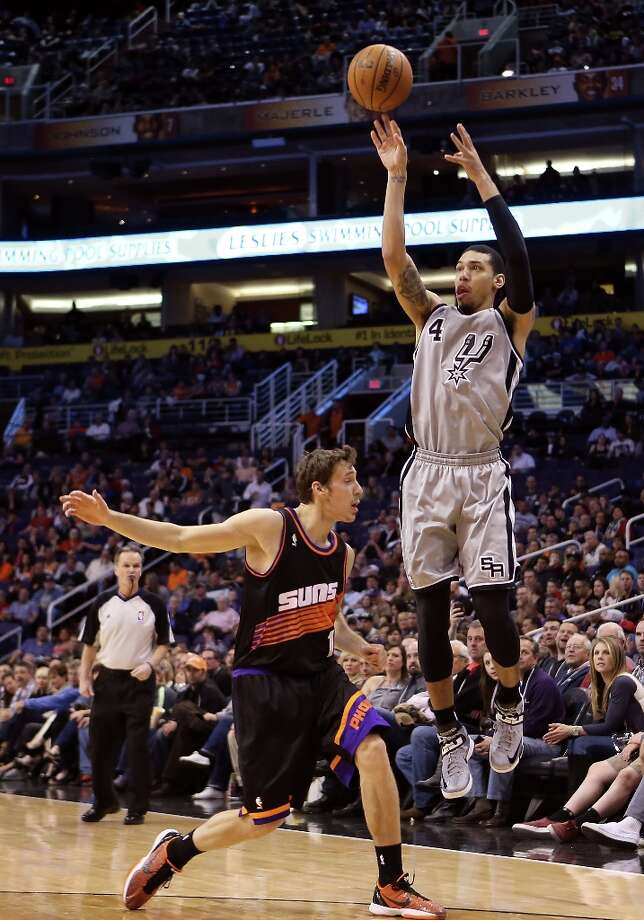 Danny Green #4 of the Spurs puts up a shot over Goran Dragic #1 of the Suns at US Airways Center on Feb. 24, 2013 in Phoenix. Photo: Christian Petersen, Getty Images / 2013 Getty Images