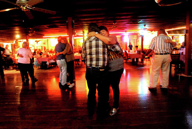 Patron's slow dance at Larry's French Market and Cajun Cafeteria in Groves, Thursday, October 13, 2011. Tammy McKinley/The Enterprise Photo: TAMMY MCKINLEY