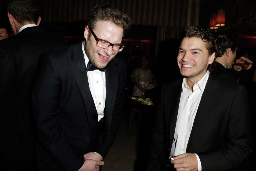 Actors Seth Rogen (L) and Emile Hirsch attend the 2013 Vanity Fair Oscar Party hosted by Graydon Car