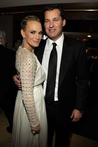 Molly Sims (L) attends the 2013 Vanity Fair Oscar Party hosted by Graydon Carter at Sunset Tower on