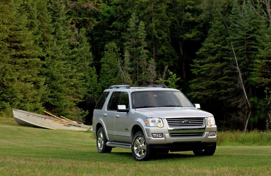 Midsize SUV/Crossover: 2005-2010 Ford ExplorerSource: Edmunds Photo: FORD/WIECK / FORD