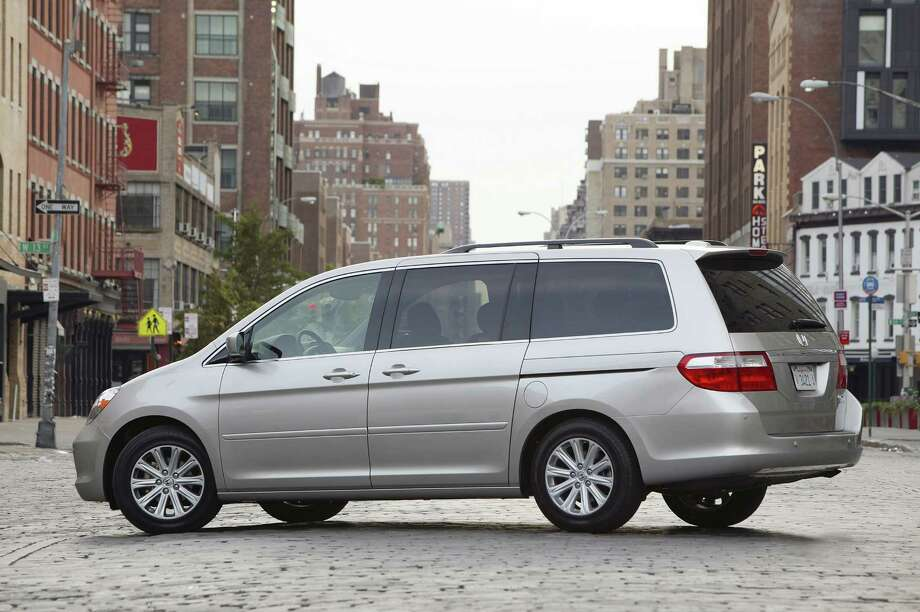 Minivan/Van: 2005-2010 Honda Odyssey Source: Edmunds Photo: WIECK/HONDA / HONDA