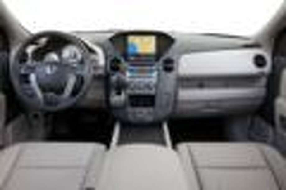 Honda Pilot dash and center stack