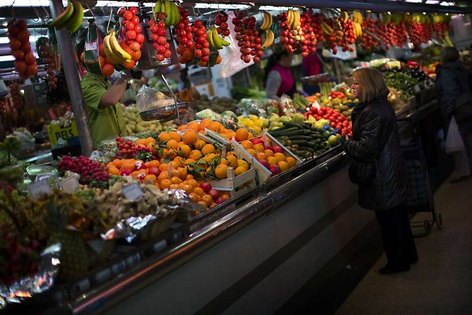 A shopper selects fruit in Barcelona, Spain. The benefits of a Mediterranean diet - rich in fruit, vegetables, nuts and olive oil - have long been observed, but hadn't been proved before. Photo: Emilio Morenatti, Associated Press