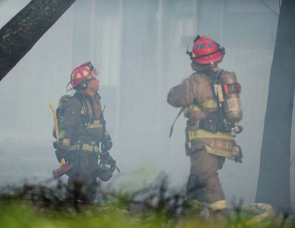 Firefighters survey an apartment unit in flames, Monday in the10,800 block of Sahara near U.S. 281 in San Antonio. Photo: Darren Abate, Darren Abate/For The Express-New