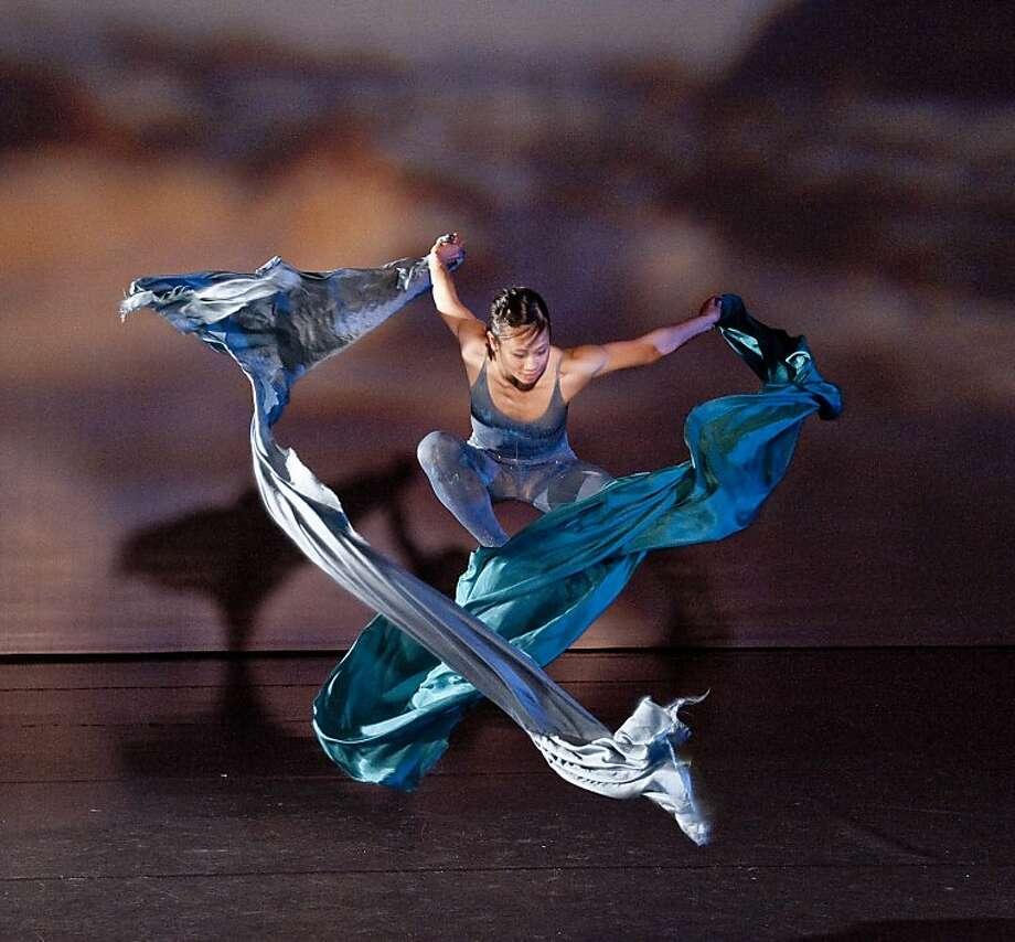 """Lilly Nguyen of SpectorDance in """"Ocean."""" Photo: Scott Belding"""
