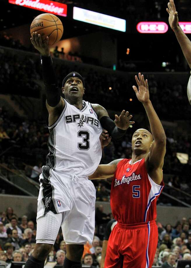 The Spurs' Stephen Jackson (3) attempts to lay up a shot against Los Angeles Clippers' Caron Butler (5) in the first half of their game at the AT&T Center on Monday, Nov. 19, 2012. Photo: Kin Man Hui, San Antonio Express-News / © 2012 San Antonio Express-News