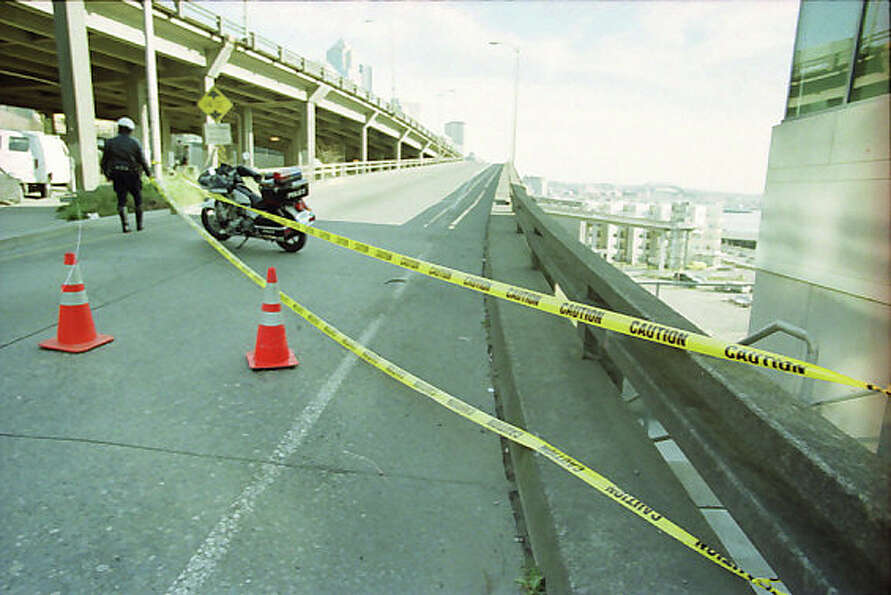 The Alaskan Way Viaduct, which cracked during the Feb. 28, 2001 Nisqually earthquake, was closed to