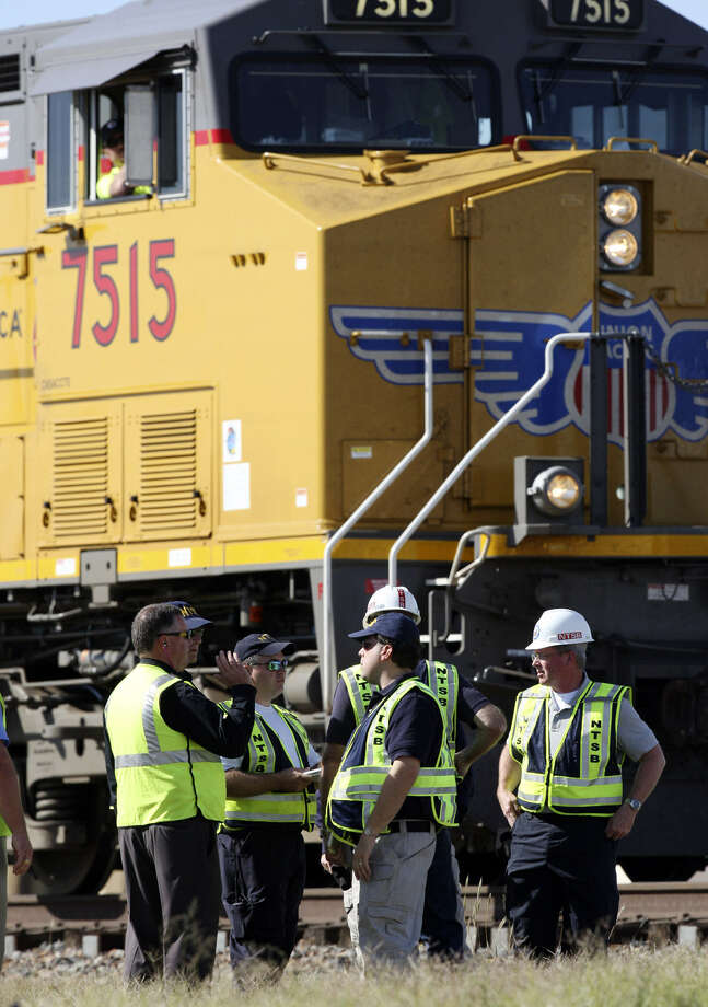 Officials investigate the scene of a fatal collision in Midland last year. Union Pacific says the city, county and a veterans' support group should share the blame. Photo: Edward A. Ornelas /
