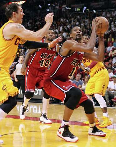 Miami Heat's Chris Bosh (1) drives to the basket against Cleveland Cavaliers' Luke Walton, left, during the second quarter of their NBA basketball game, Sunday, Feb. 24, 2013, in Miami. The Heat won 109-105. (AP Photo/El Nuevo Herald, David Santiago)  MAGS OUT Photo: David Santiago