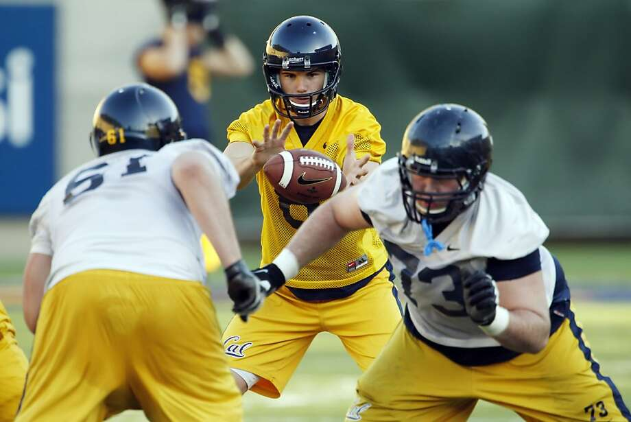 Quarterback Zach Kline (center) took the most snaps behind Cal's top line. Photo: Carlos Avila Gonzalez, The Chronicle