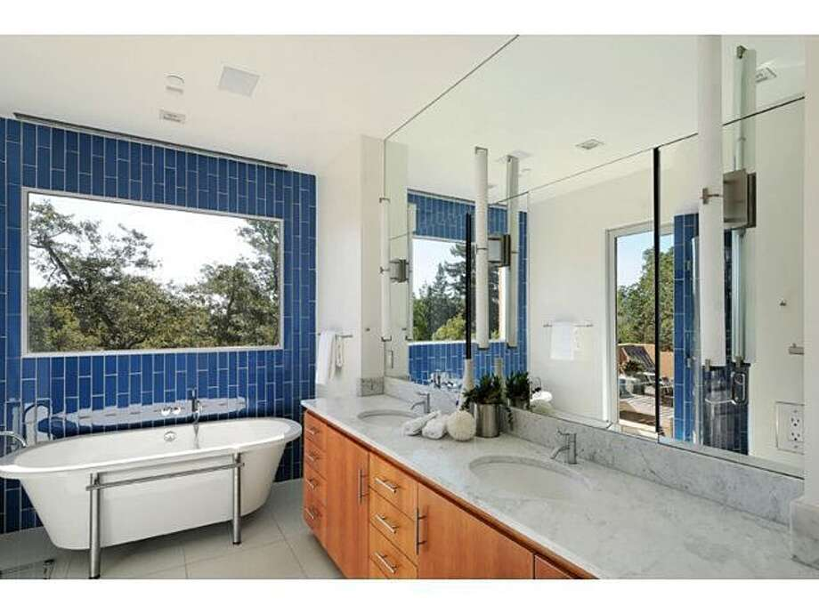 Every room in 1 Grove Court is stunning, but we couldn't help sharing this pretty bathroom.