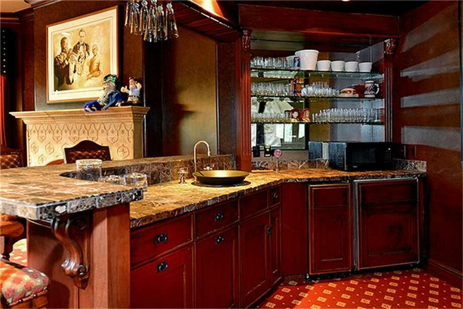 Theater Saloon includes sink, microwave, and icemaker. Photo: Better Homes And Gardens Real Estate Gary Greene