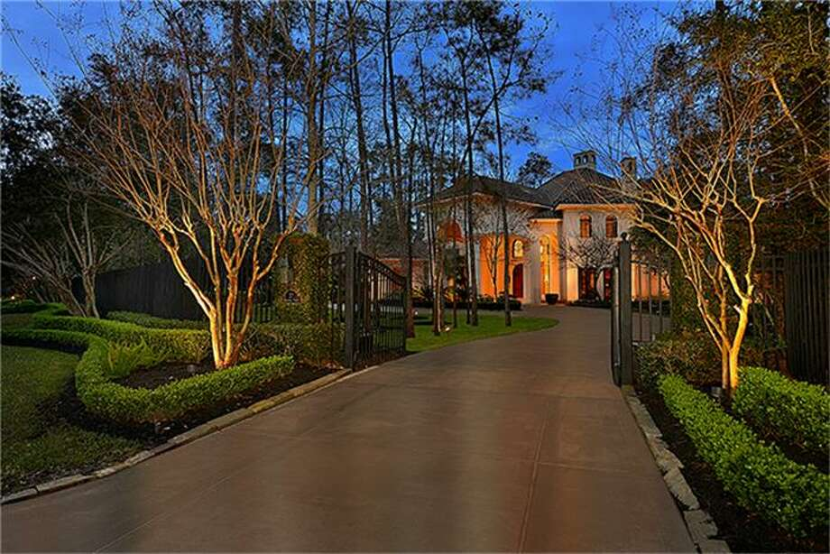 Located in the heart of The Woodlands, this home has been meticulously designed and maintained by the original owners. For added peace of mind, it's engineered to withstand 90-100 mph winds. Photo: Better Homes And Gardens Real Estate Gary Greene