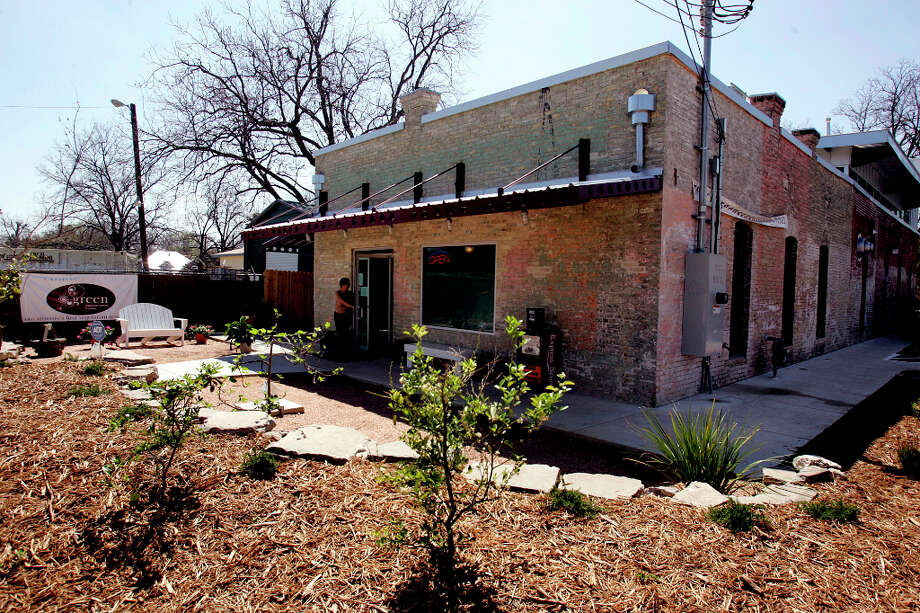 Green Vegetarian Cuisine at 1017 N. Flores St. will close on Friday and reopen at the Pearl on Sunday. Photo: KEVIN GEIL, SAN ANTONIO EXPRESS-NEWS / SAN ANTONIO EXPRESS-NEWS