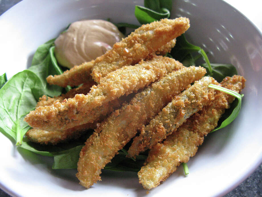 Green Vegetarian offers an appetizer of fried pickles. Photo: JENNIFER MCINNIS, SAN ANTONIO EXPRESS-NEWS / JMCINNIS@EXPRESS-NEWS.NET