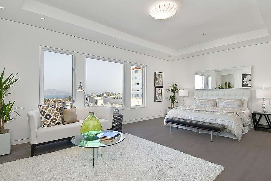 The home offers views of San Francisco Bay and the Marin Headlands. Photo: OpenHomesPhotography.com