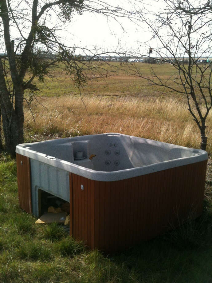 Canales spotted a jacuzzi abandoned roadside.