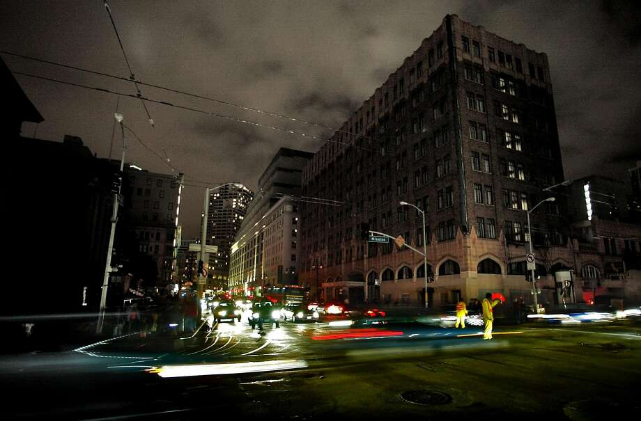 A huge blackout caused by a fire at a substation in San Francisco in 2003 left thousands without power for more than a day. Photo: Michael Macor, San Francisco Chronicle