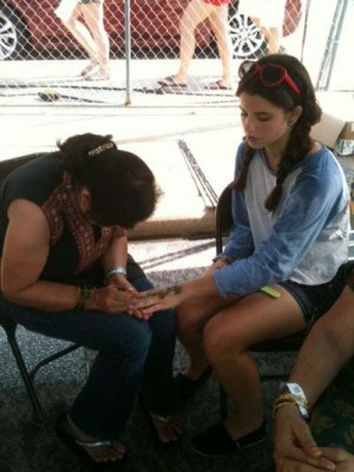 You can get a henna tattoo by Pooja Sharma. (Photo by Frankie Ortega) Photo: Houston Chronicle