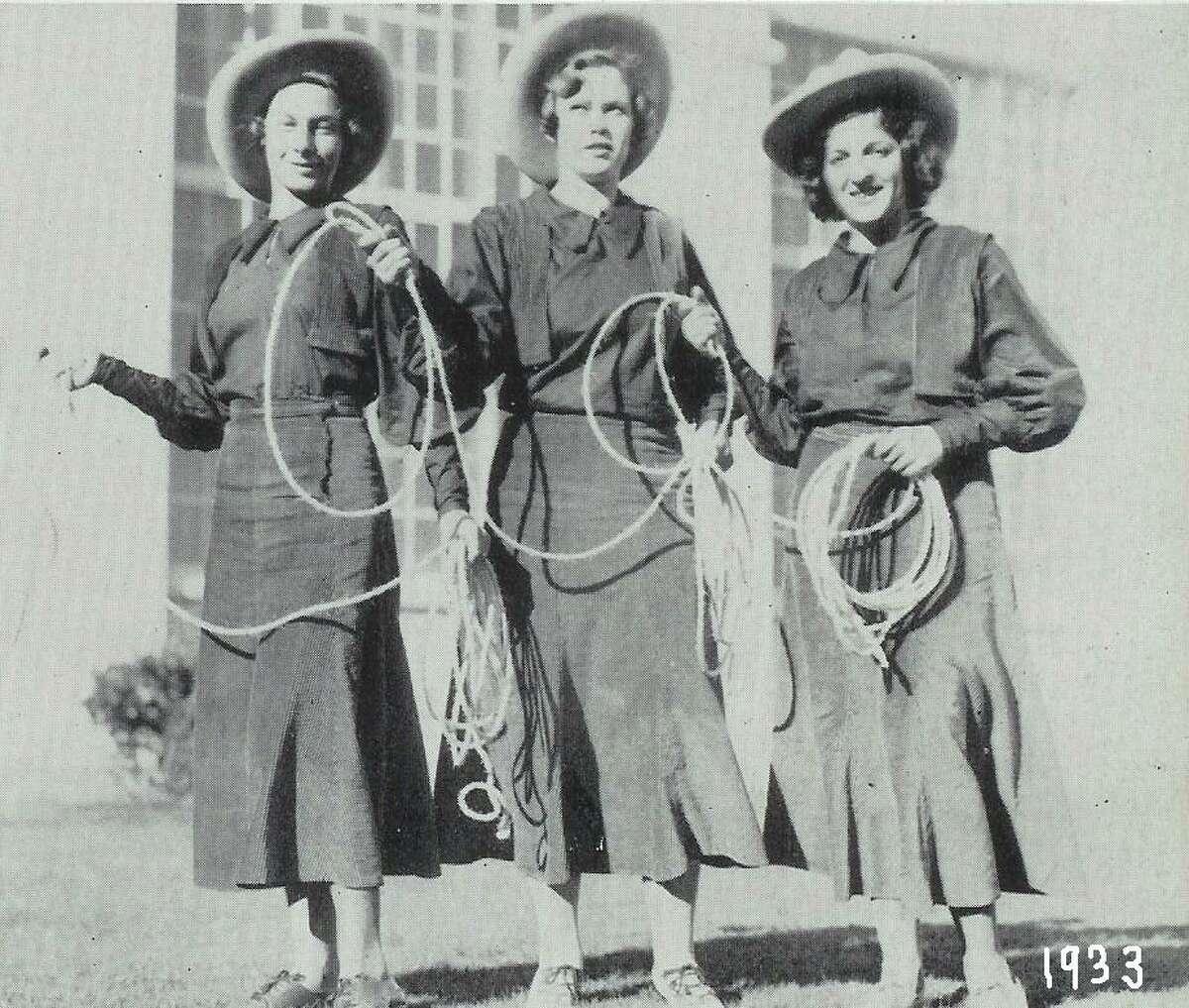 Earliest Lasso photo (girls unknown), 1933