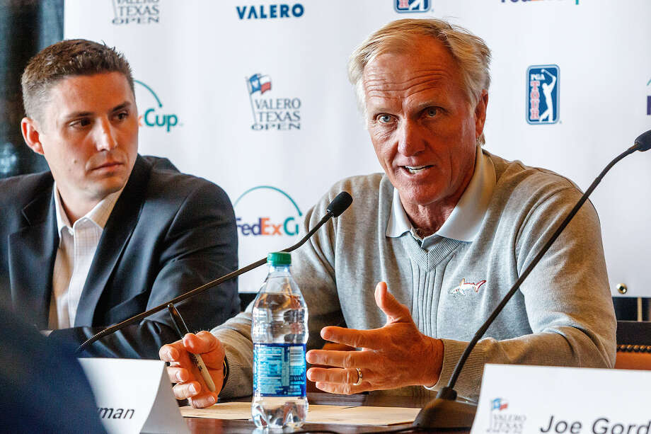 Greg Norman (right) and Texas Open director Larson Segerdahl announce commitments for the April 4-7 event. Photo: Marvin Pfeiffer / San Antonio Express-News