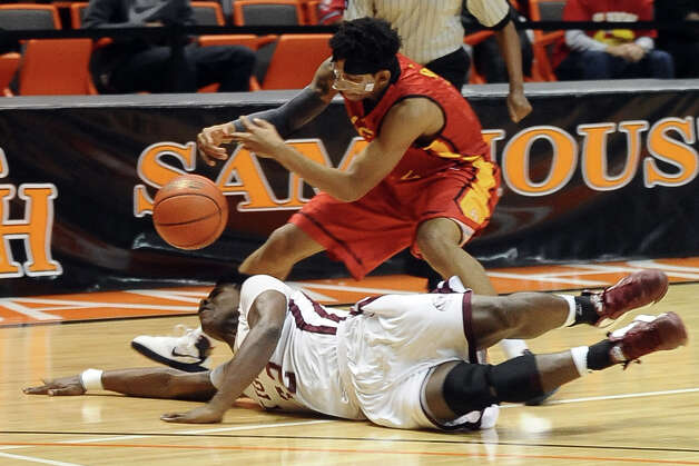 Silsbee player Davaughn Thomas, #32, dives for a loose ball during the Silsbee High School Class 3A Region III quarterfinals game against Houston Yates at Sam Houston State University on Tuesday, February 26, 2013.  Yates won 100 - 85. Randy Edwards/The Enterprise Photo: Randy Edwards