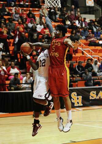Silsbee player Davaughn Thomas, #32, puts it up for two during the Silsbee High School Class 3A Region III quarterfinals game against Houston Yates at Sam Houston State University on Tuesday, February 26, 2013.  Yates won 100 - 85. Randy Edwards/The Enterprise Photo: Randy Edwards