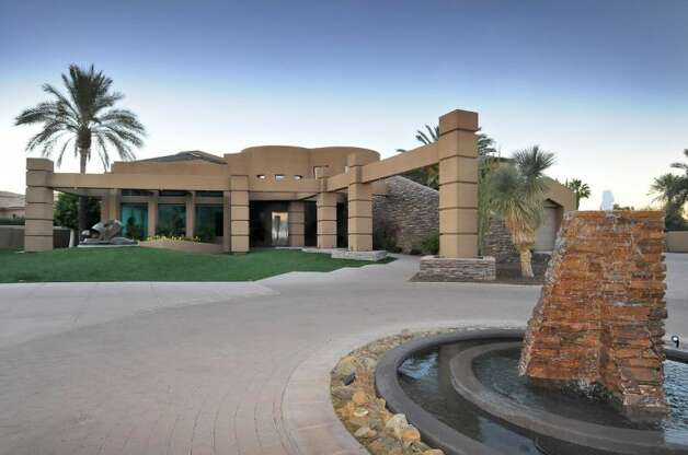 Kurt Warner's contemporary AZ estate has been on the market for 2 years and there's been no suitors.  Wanting to move on, former St. Louis Rams quarterback Kurt Warner is now putting his Paradise Valley home in Arizona on the auction block today.