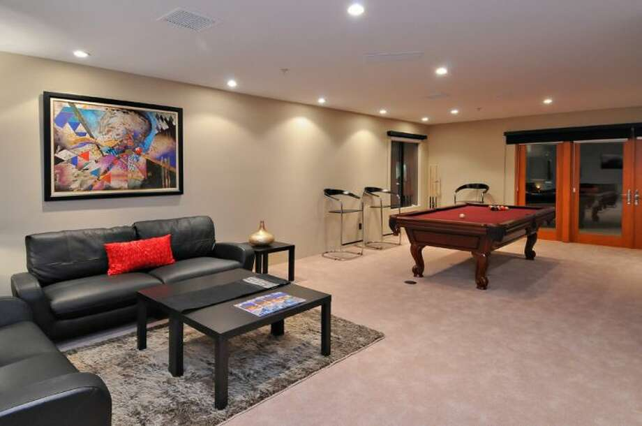 Billards/ game room