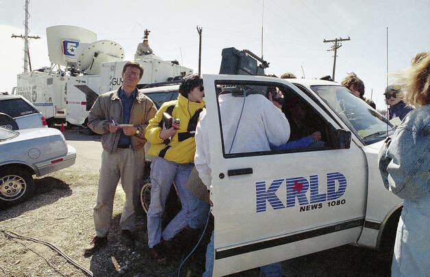 News people listen to David Koresh' taped radio address at the roadblock outside the Branch Davidians compound near Waco, Texas on Tuesday, March 2, 1993. Photo: David Breslauer, AP / AP