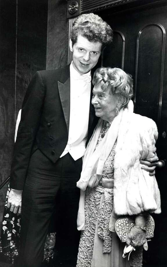 PHOTO FILED: VAN CLIBURN.   09/1971 - pianist Van Cliburn and Miss Ima Hogg.  Blair Pittman / Houston Chronicle  HOUCHRON CAPTION (09/29/1971): Symphony founder Miss Ima Hogg congratulates an old friend, guest artist-pianist Van Cliburn. Photo: Blair Pittman, Houston Chronicle / Houston Chronicle