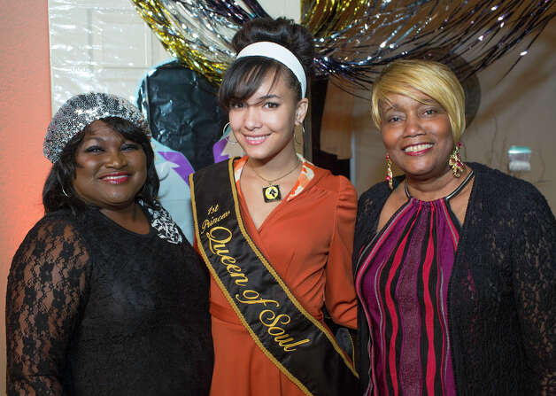 Board member Rochelle Staten (from left), 1st Princess Britany Parker and Queen of Soul auxiliary member Penny McCutchen Photo: J. MICHAEL SHORT, FOR THE EXPRESS-NEWS / THE SAN ANTONIO EXPRESS-NEWS
