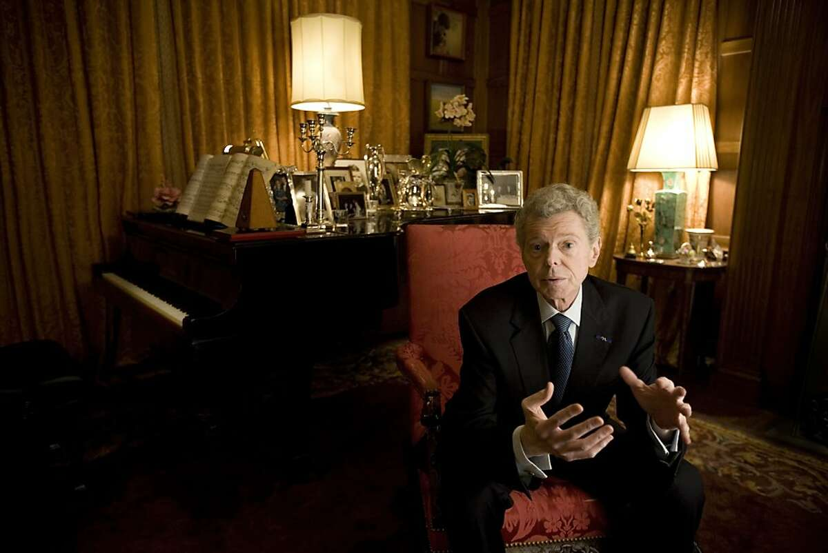 FILE -- The pianist Van Cliburn at his home in Fort Worth, Texas, Feb. 21, 2008. Cliburn, whose first-place award at the 1958 Tchaikovsky International Competition in Moscow made him an overnight sensation and propelled him to a phenomenally successful and lucrative career, though a short-lived one, died Wednesday, Feb. 27, 2013, in Forth Worth. He was 78. (Allison V. Smith/The New York Times)