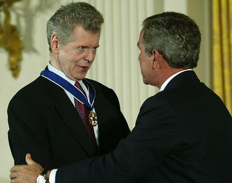 President George W. Bush (right) talks to pianist Van Cliburn after presenting Cliburn with a Presid