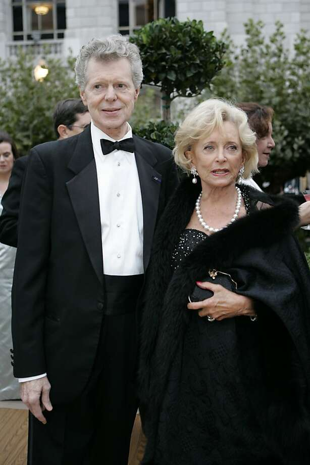 World famous pianist Van Cliburn, a Texas native and friend of David Gockley, and opera supporter Patsy Pope arrive for the party before the Opera. Opening of the San Francisco Opera season in Sept. 2006. Photo: Deanne Fitzmaurice, SFC