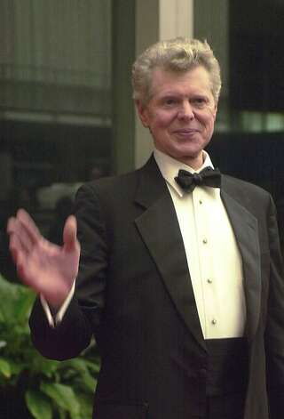 Van Cliburn arrives for the annual Kennedy Center Honors Saturday, Dec. 1, 2001, at the State Department in Washington. Cliburn is one of the five recipients honored. Photo: Linda Spillers, Associated Press