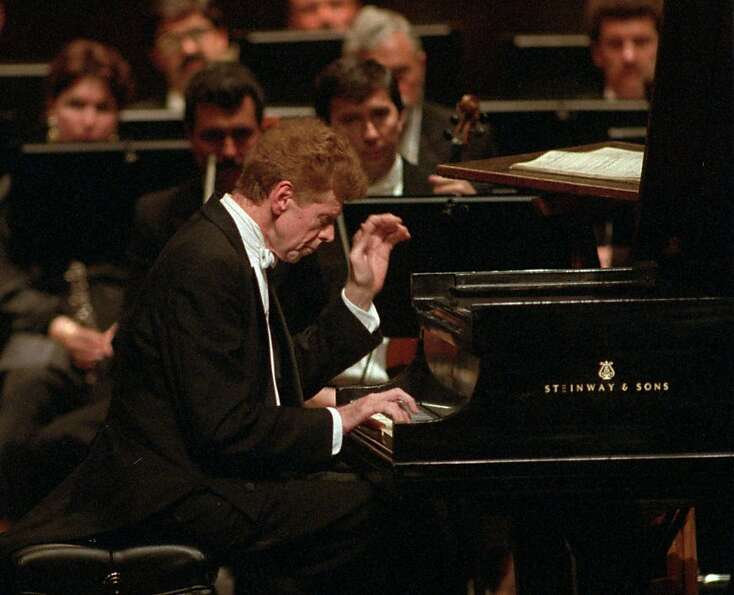 Famed pianist Van Cliburn performs Tchaikovsky's Concerto No. 1 in B-flat minor for Piano and Orches