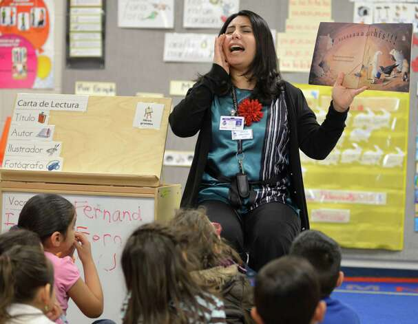 Teacher Debra Gonzalez conducts reading lessons with students in a pre-K Head Start bilingual class on Feb. 27, 2013, at Somerset Early Childhood Elementary in Somerset. Photo: Darren Abate, Darren Abate/San Antonio Express