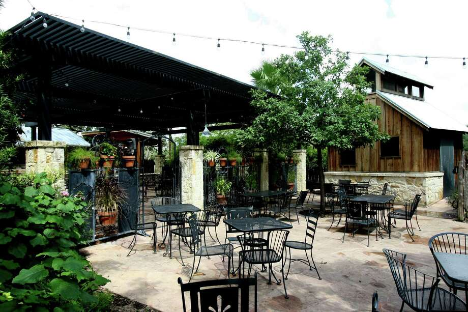 Build Your Own at Scenic Loop Cafe, 25615 Boerne Stage Rd. Photo: HELEN L. MONTOYA, SAN ANTONIO EXPRESS-NEWS / hmontoya@express-news.net