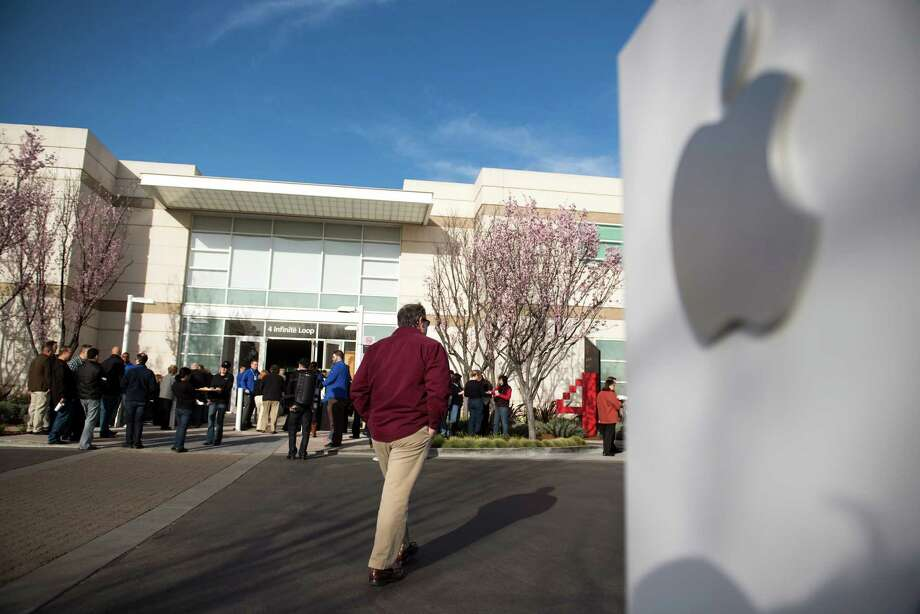 Attendees arrive at the Apple Inc. shareholders meeting at the company's headquarters in Cupertino, California, U.S., on Wednesday, Feb. 27, 2013. As Apple Inc. Chief Executive Officer Tim Cook takes the stage at this year's shareholder meeting, he may not get the reception he received in 2012, when investors lauded the company's performance and rising shares. Photographer: David Paul Morris/Bloomberg Photo: David Paul Morris / Bloomberg / © 2013 Bloomberg Finance LP