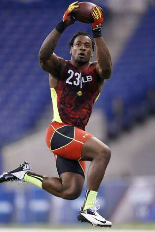 Sio Moore of Connecticut works out during the 2013 NFL Combine at Lucas Oil Stadium on February 25, 2013 in Indianapolis, Indiana. (Photo by Joe Robbins/Getty Images)