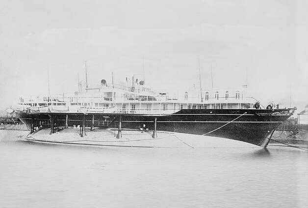 The Livadia was an imperial Russian yacht built in 1879 and 1880. She was designed for stability, with a flat bottom and width of 153 feet, which is a lot for a ship that's just 259 feet long. Photo: 	Detroit Publishing Co./Library Of Congress