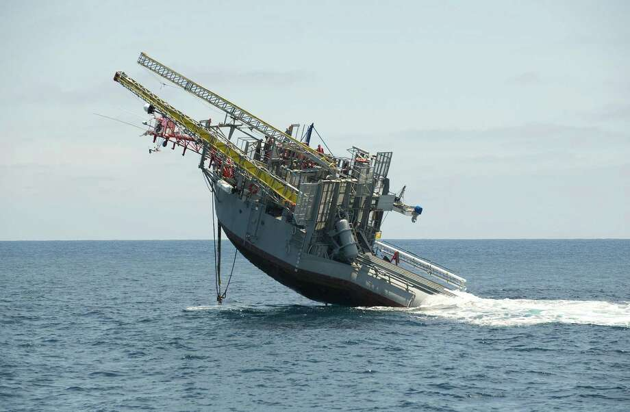 Once towed to a research site, the 355-foot platform, well, flips, by filling long ballast tanks with seawater. The other end is kept afloat with air tanks. The process takes 20 minutes. It returns to its horizontal state by using compressed air to push the water out of the tanks. Photo: John F. Williams, U.S. Navy / Navy Media Content Service