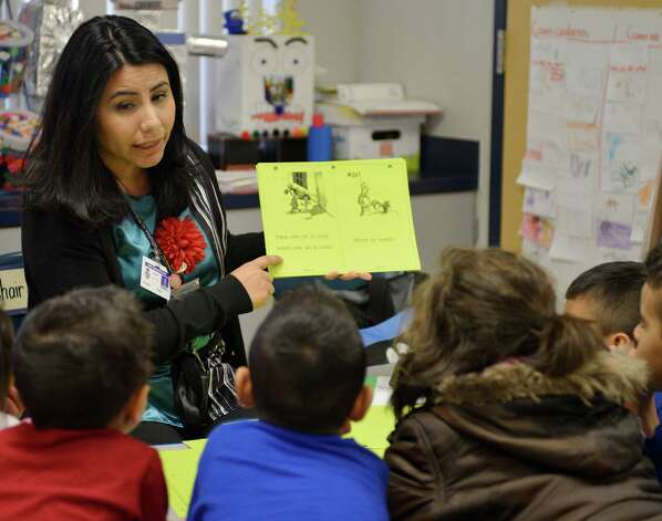 Teacher Debra Gonzalez conducts reading lessons with students in a pre-K Head Start bilingual class, on Feb. 27, 2013, at Somerset Early Childhood Elementary in Somerset. Photo: Darren Abate, Darren Abate/San Antonio Express