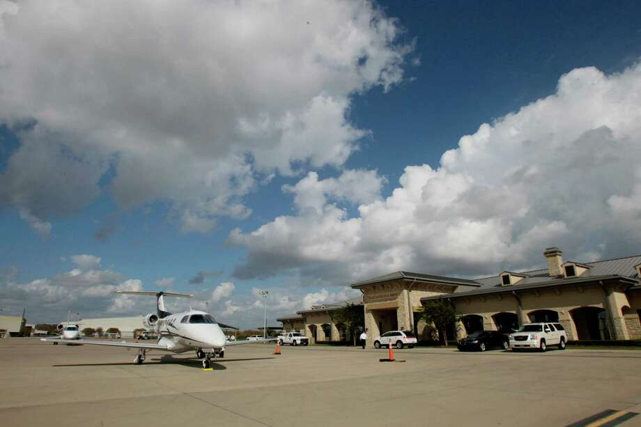 Sugar Land Regional Airport might find that Fortune 500 companies would take their business elsewhere if its air traffic control tower is closed. Photo: Julio Cortez, Staff / Houston Chronicle