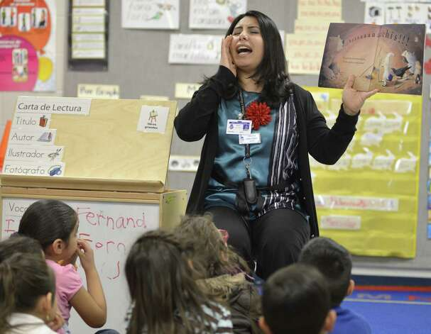 Teacher Debra Gonzalez conducts reading lessons with students in a pre-K Head Start bilingual class at Somerset Early Childhood Elementary in Somerset. Photo: Darren Abate / For The San Antonio Express-News